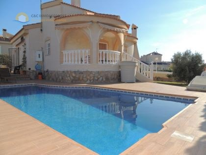 Very nice villa with private pool and garage