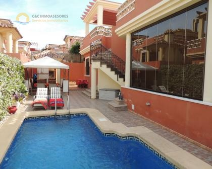 Beautiful villa with private pool and covered parking