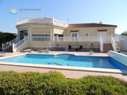 Stunning 4 bedroom villa with many extras