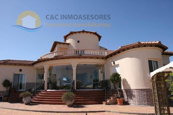 Beautiful villa with private pool and  2000 meters plot