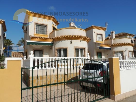 Small Villa with 3 bedrooms and 2 bathrooms
