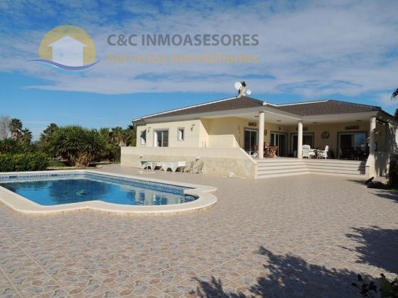 4 Bedroom villa with private pool and a big garden