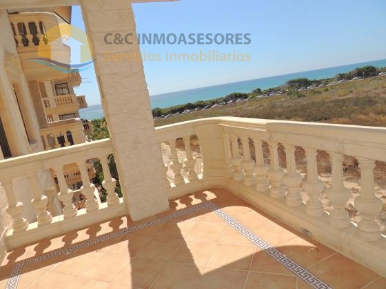 2 Bedroom apartment with sea views Moncayo beach