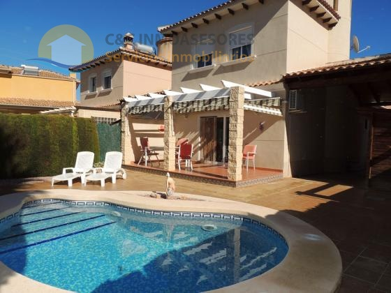 Chalet independiente con piscina privada en Benferri