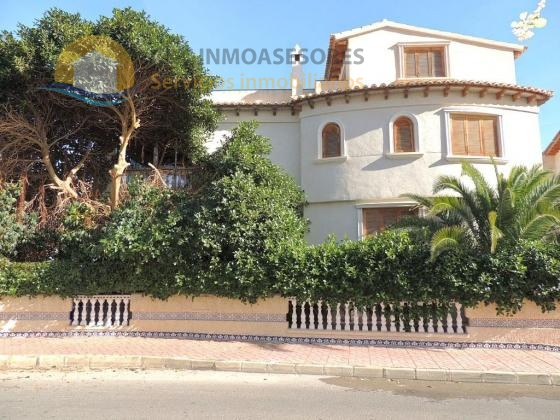 Large house with garden very close to the beaches