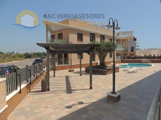Ground floor apartment 1 km from the beach and with pool