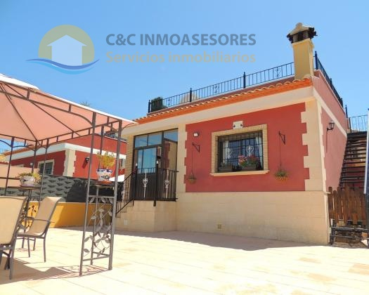 Amazing 3 bedroom 2 bathroom villa with views!