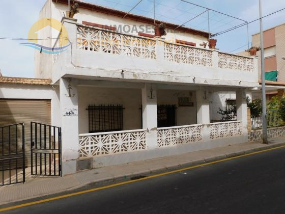 House with large terraces 150 meters from the beach