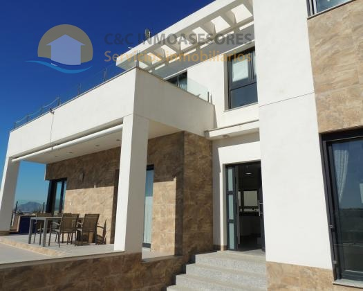 Stunning 3 bedroom villa with amazing open views!