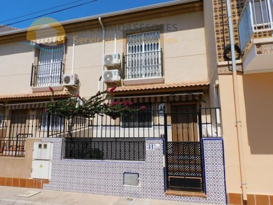 Semi-detached house 450 meters from the beach