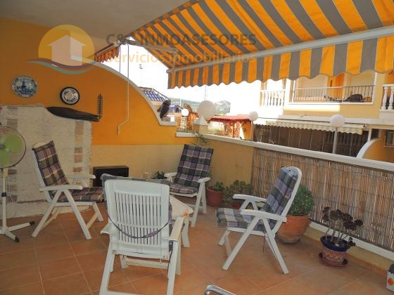 2 bedroom apartment with pool and garage