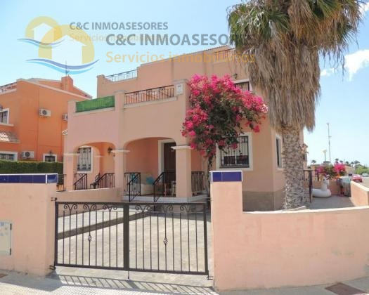 3 Bedroom property with a communal pool area