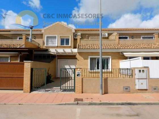 Townhouse with 3 bedrooms and 2 bathrooms + private garage