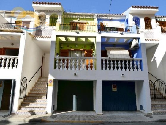 Lovely 3 bedroom property 100 meters from the beach