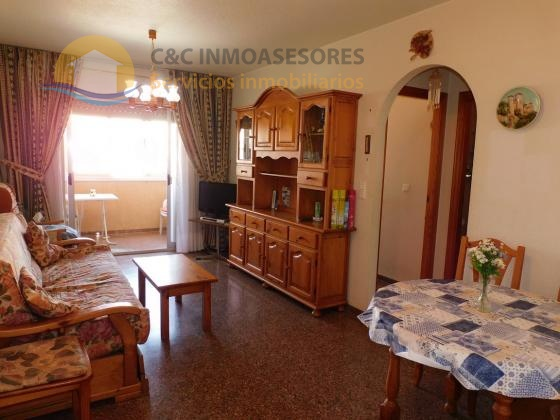 2 bedroom flat 600m from the sea