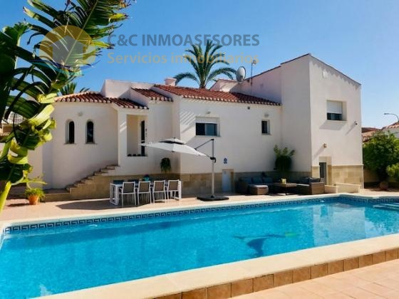 Beautiful 3 bedroom villa with private pool in Torrevieja