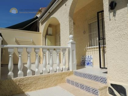 townhouse 5 kilometers from the beach