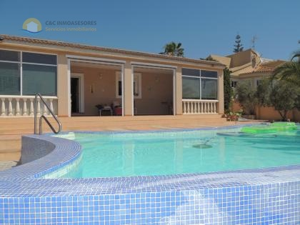 Wonderful villa with pool and jacuzzi