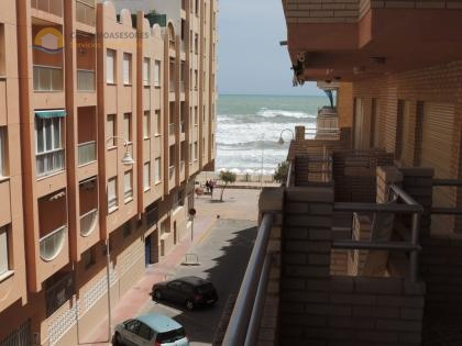 Flat with parking only 20 meters to the beach
