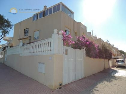 Spacious corner plot property 5 bedrooms