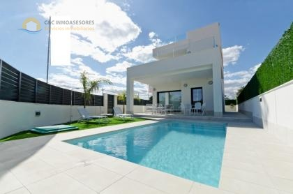 Beautiful new villas 350 meter from the beaches