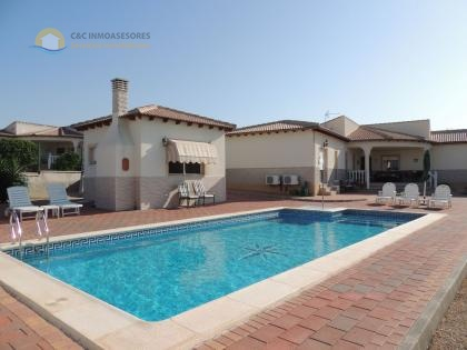Beautiful villa with private pool - murcia area