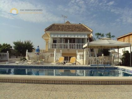 Nice 5 bedroom villa with private pool